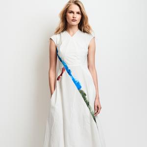 design intemporel 2532f 57f75 Comment porter une robe longue quand on est petite ...