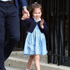 108919ac97f7f La robe à fleurs de Charlotte déjà en rupture de stock. Mode enfants
