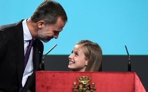 La princesse Leonor, future reine d'Espagne, fait son premier discours à 13 ans