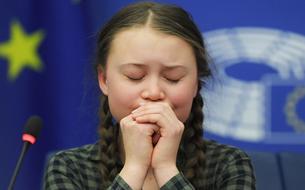 En larmes, Greta Thunberg compare Notre-Dame à la planète