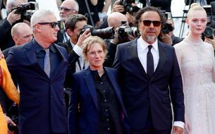 Quand Edouard Baer taille gentiment un costard à Robin Campillo lors de la cérémonie de clôture de Cannes