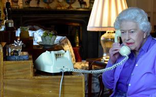 Un valet proche de la reine Elizabeth II testé positif au coronavirus