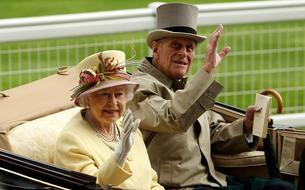 Réunis, Elizabeth II et le prince Philip célèbrent 73 ans de mariage avec une photo officielle