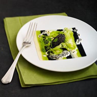 Fines lasagnes de caviar d'Aquitaine, jeunes poireaux à l'huile d'olive, par Didier Aniès