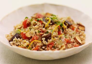 Salade de boulgour aux amandes et aux dattes relevée de Sofrito