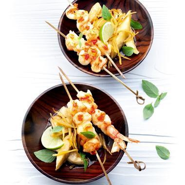 Brochettes de crevettes sur lit de céleri au gingembre