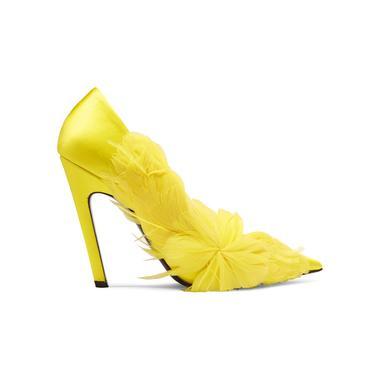 8e7ff26990f898 DP Jonak Des chaussures colorées pour égayer la tenue de la mariée -  Balenciaga