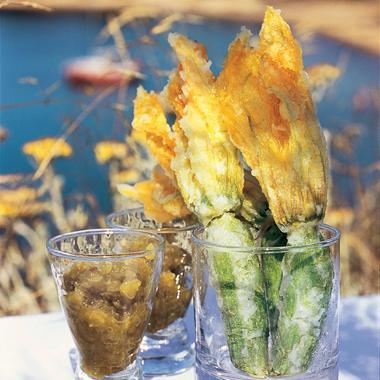 Tempura de courgettes fleurs et chutney de tomates vertes