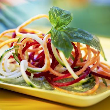 Spaghettis de légumes multicolores