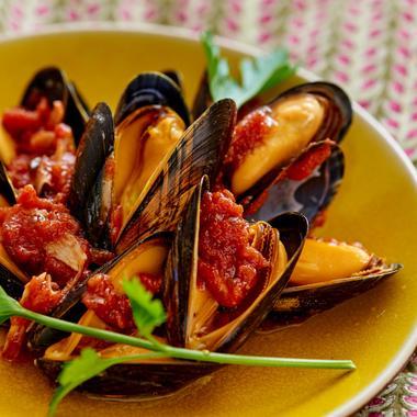 Moules à la sauce tomate et aux épices fines