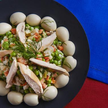 Salade d'automne aux légumes et poulet.