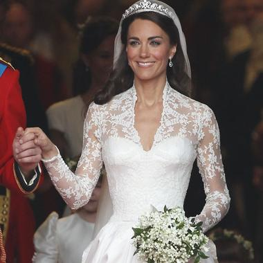 Le Match Des Robes De Mariee De Kate Middleton Et Meghan