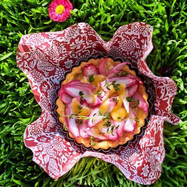 Tarte sablée parmesan aux oignons rouges et comté