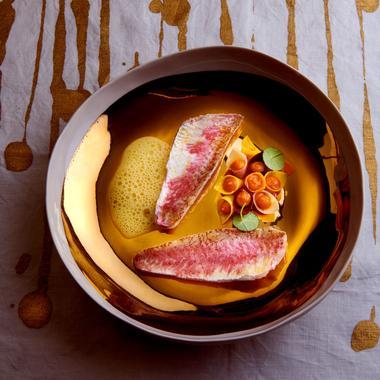 Rouget à la sauce au citron et purée de carottes