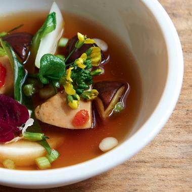 Bouillon au foie gras et prunes umeboshi