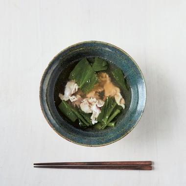 Soupe au porc, gingembre et feuilles de moutarde