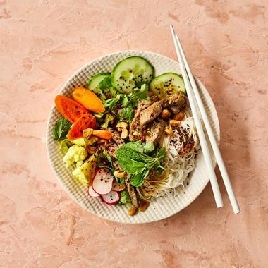 Bobun au bœuf, nouilles de riz, carottes et pickles