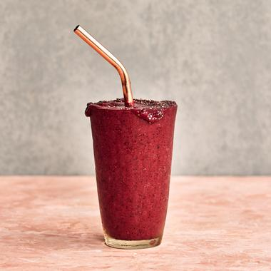 Smoothie légumes, fruits rouges et chia