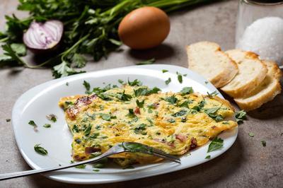 omelette ham herbs