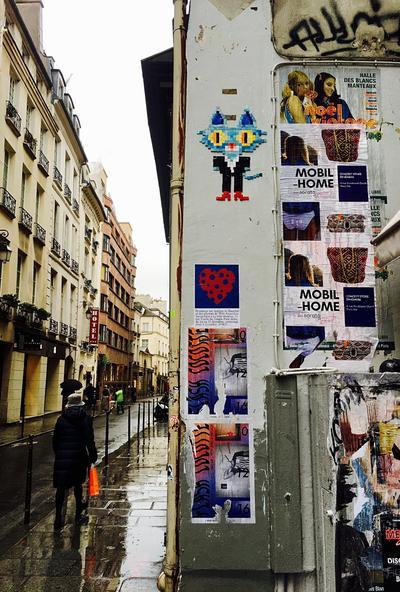 Harcèlement dans la pub : des témoignages de victimes placardés sur les murs à Paris