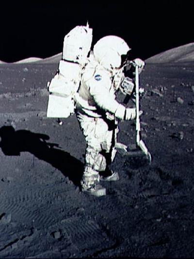 Qui sera la première femme à marcher sur la Lune ?