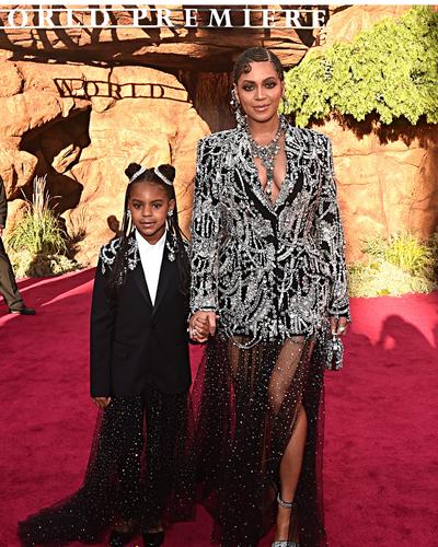 """En photos, Beyoncé et sa fille Blue Ivy toutes de strass vêtues à l'avant-première du """"Roi Lion"""""""