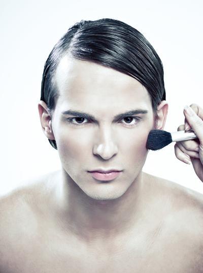 """Le """"no gender"""" est-il l'avenir du make-up ?"""