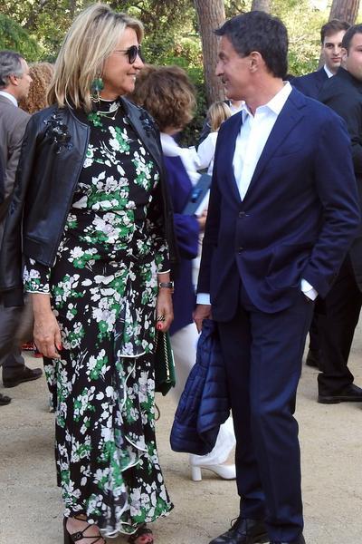 """""""Volare, oh, oh..."""" : Manuel Valls fait son entrée de mariage tout de blanc vêtu sur les Gipsy Kings"""