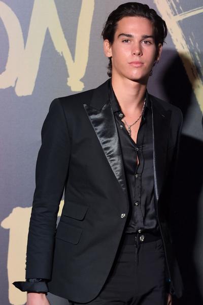 Paris Brosnan : mannequin, surfeur et fils de James Bond