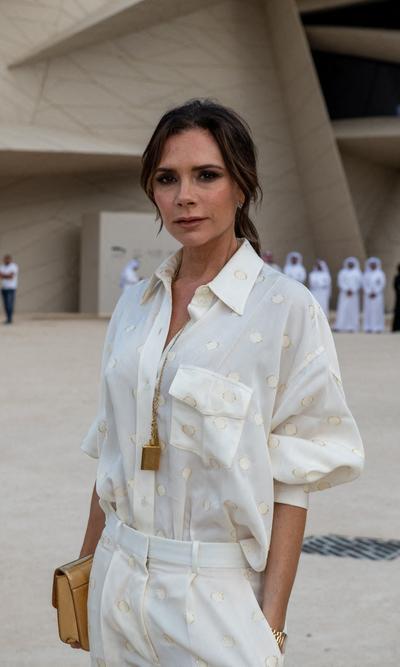D'élève harcelée à créatrice de mode assumée : Victoria Beckham se confie