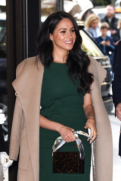 Meghan Markle fait sensation dans la robe de l'annonce de ses fiançailles