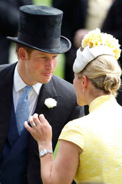 """""""Il a couru nu devant les invités"""" : le jour où le prince Harry a fait rougir le prince Charles"""