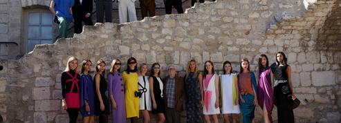 Pierre Cardin, l'insubmersible couturier présente ses dernières créations à Lacoste