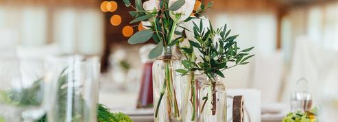 Cinq astuces pour embellir une salle de mariage sans charme