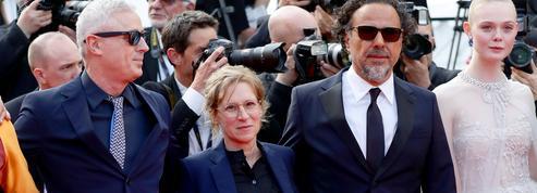 Quand Édouard Baer taille gentiment un costard à Robin Campillo lors de la cérémonie de clôture de Cannes