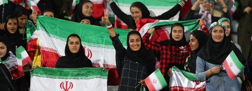 En Iran, elle se déguise en homme pour assister à un match de football