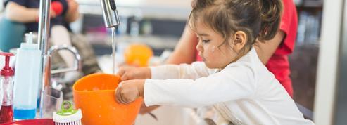Cinq façons d'appliquer la pédagogie Montessori à la maison avec son enfant