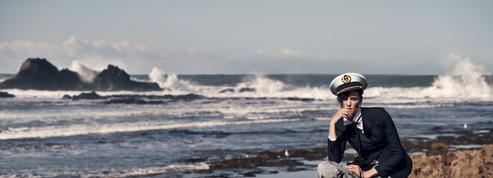 En images, quand le vent marin souffle sur la mode