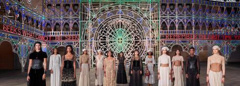 Dior fait briller les Pouilles avec son défilé croisière à huis clos
