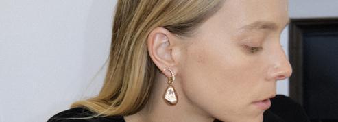 Charlotte Chesnais se met aux perles
