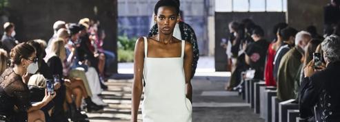 Valentino clôture la Fashion Week de Milan dans un un tourbillon de couleurs