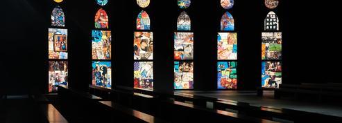 Des vitraux et du noir : l'ambiance mystique du défilé Dior aux Tuileries