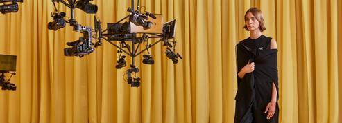 Le dialogue créatif marque les débuts attendus de Raf Simons chez Prada