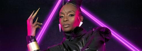 La révélation Poundo, chanteuse électrisante et modeuse inspirée