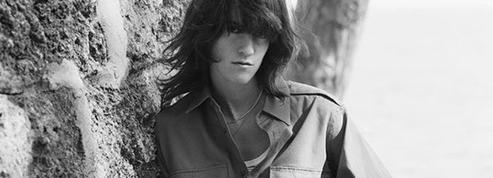Allure rock et seventies, Suzanne Lindon rejoint le clan des égéries Celine
