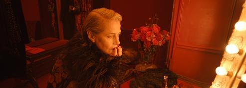 Charlotte Rampling, prêtresse envoûtante du nouveau film signé Saint Laurent