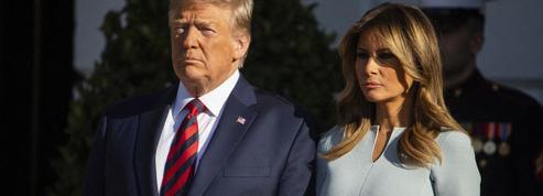 Donald et Melania Trump posent en smokings assortis sur leur ultime portrait de Noël