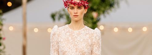 Chanel rêve de soirées d'été et de jours heureux dans son défilé couture