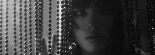 Sur un air langoureux de Diana Ross, Chanel donne un aperçu de son prochain défilé