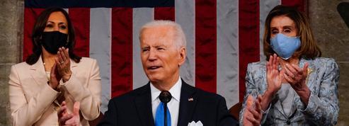 Joe Biden entouré de Kamala Harris et Nancy Pelosi : la photo historique au discours des 100 jours